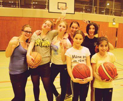Mädchenbasketball-Gruppe der Borken Bugs